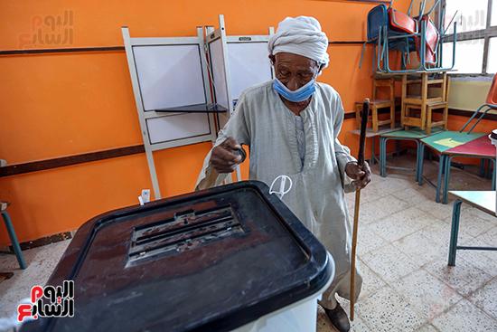 زحام الناخبين على لجان التصويت (13)