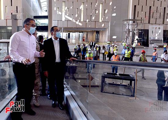 الدكتور مصطفى مدبولى رئيس الوزراء يزور المتحف المصرى الكبير (8)