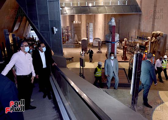 الدكتور مصطفى مدبولى رئيس الوزراء يزور المتحف المصرى الكبير (16)