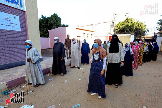 زحام الناخبين على لجان التصويت (10)