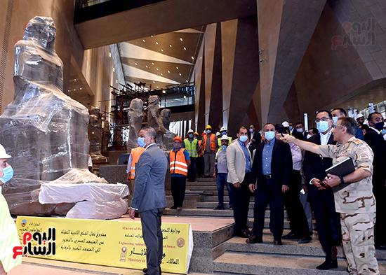 الدكتور مصطفى مدبولى رئيس الوزراء يزور المتحف المصرى الكبير (23)