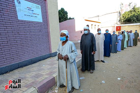 زحام الناخبين على لجان التصويت (12)