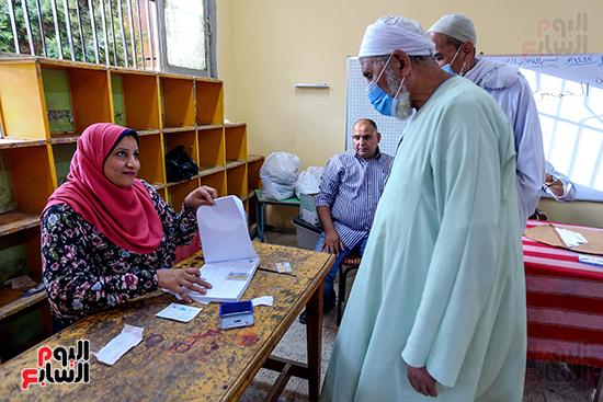 زحام الناخبين على لجان التصويت (14)