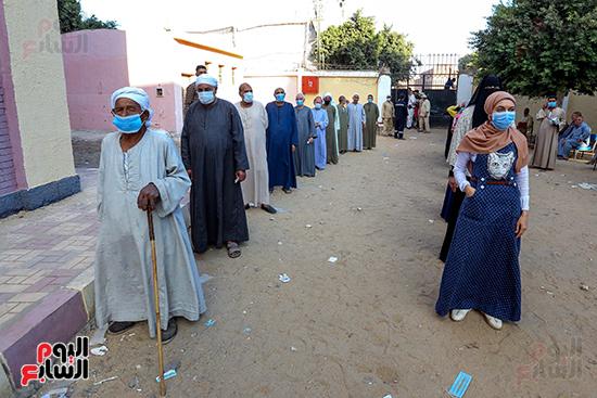 زحام الناخبين على لجان التصويت (11)