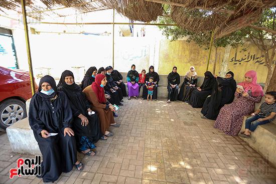 إقبال السيدات المميز بمختلف اللجان فى اليوم الأول لانتخابات النواب (16)