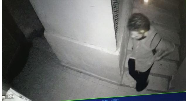 المتهم أثناء هروبه من مسرح الجريمة
