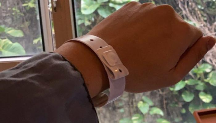 140-202550-coronavirus-outbreak-wristbands-quarantine_700x400
