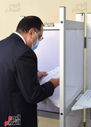 رئيس الوزراء يدلى بصوته في انتخابات مجلس النواب  (9)
