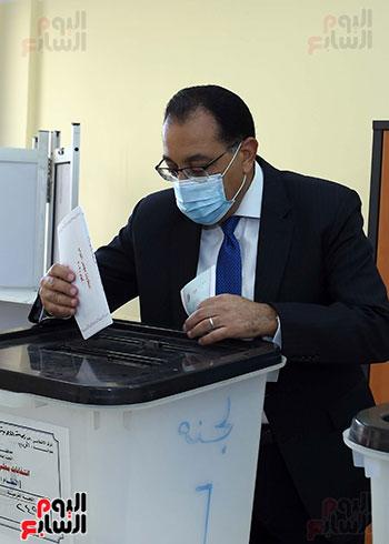 رئيس الوزراء يدلى بصوته في انتخابات مجلس النواب  (10)