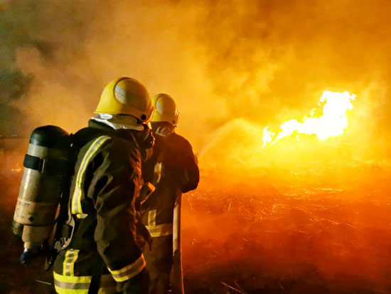 محاولات اخماد النيران
