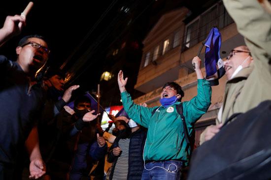 احتفالات انصار الرئيس الجديد عقب اعلان فوزه بالانتخابات