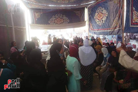 إقبال السيدات المميز بمختلف اللجان فى اليوم الأول لانتخابات النواب (1)