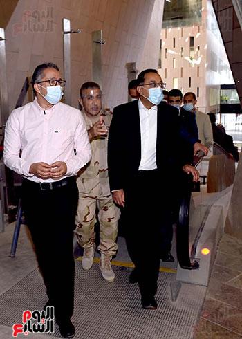 الدكتور مصطفى مدبولى رئيس الوزراء يزور المتحف المصرى الكبير (12)