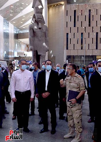 الدكتور مصطفى مدبولى رئيس الوزراء يزور المتحف المصرى الكبير (5)
