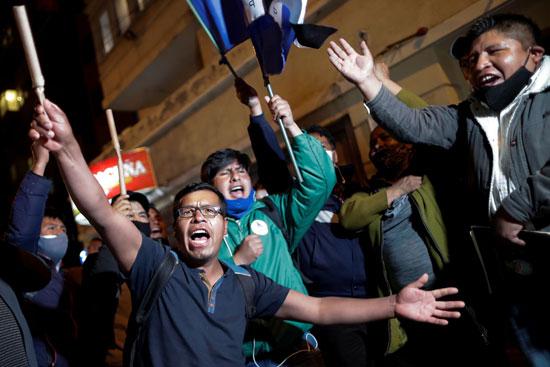 انصار الرئيس الجديد بحتفلون فى الشوارع
