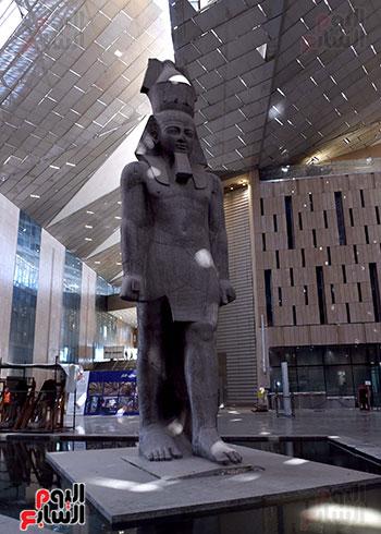 الدكتور مصطفى مدبولى رئيس الوزراء يزور المتحف المصرى الكبير (1)