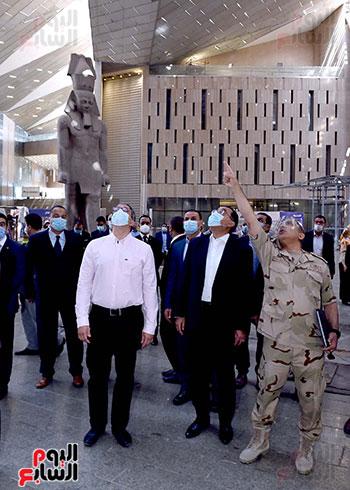 الدكتور مصطفى مدبولى رئيس الوزراء يزور المتحف المصرى الكبير (2)