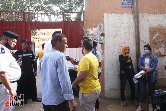 مشاركة الناخبين أمام اللجان