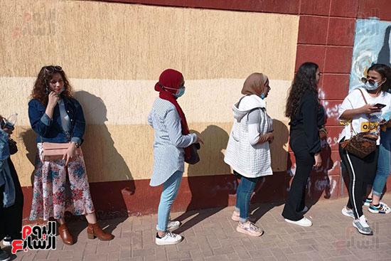 طوابير الفتيات للمشاركة في انتخابات مجلس النواب