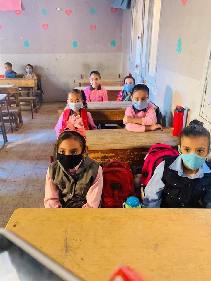 كيف خططت تعليم الأقصر لحماية الطلاب والتلاميذ بالمدارس من العدوى  (4)