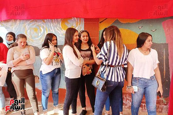 طوابير الفتيات للمشاركة في انتخابات مجلس النواب  (4)