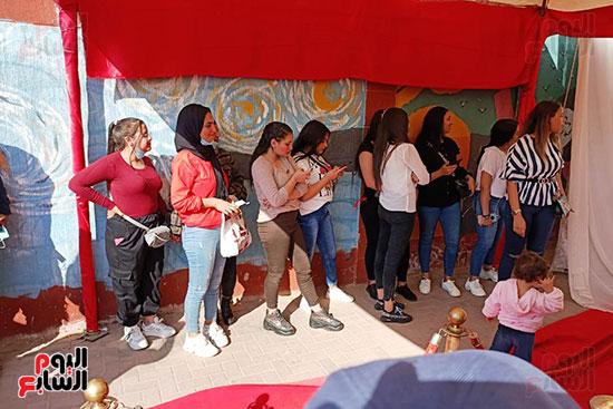 طوابير الفتيات للمشاركة في انتخابات مجلس النواب  (5)