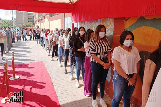 طوابير الفتيات للمشاركة في انتخابات مجلس النواب  (7)