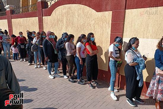 طوابير الفتيات للمشاركة في انتخابات مجلس النواب  (3)