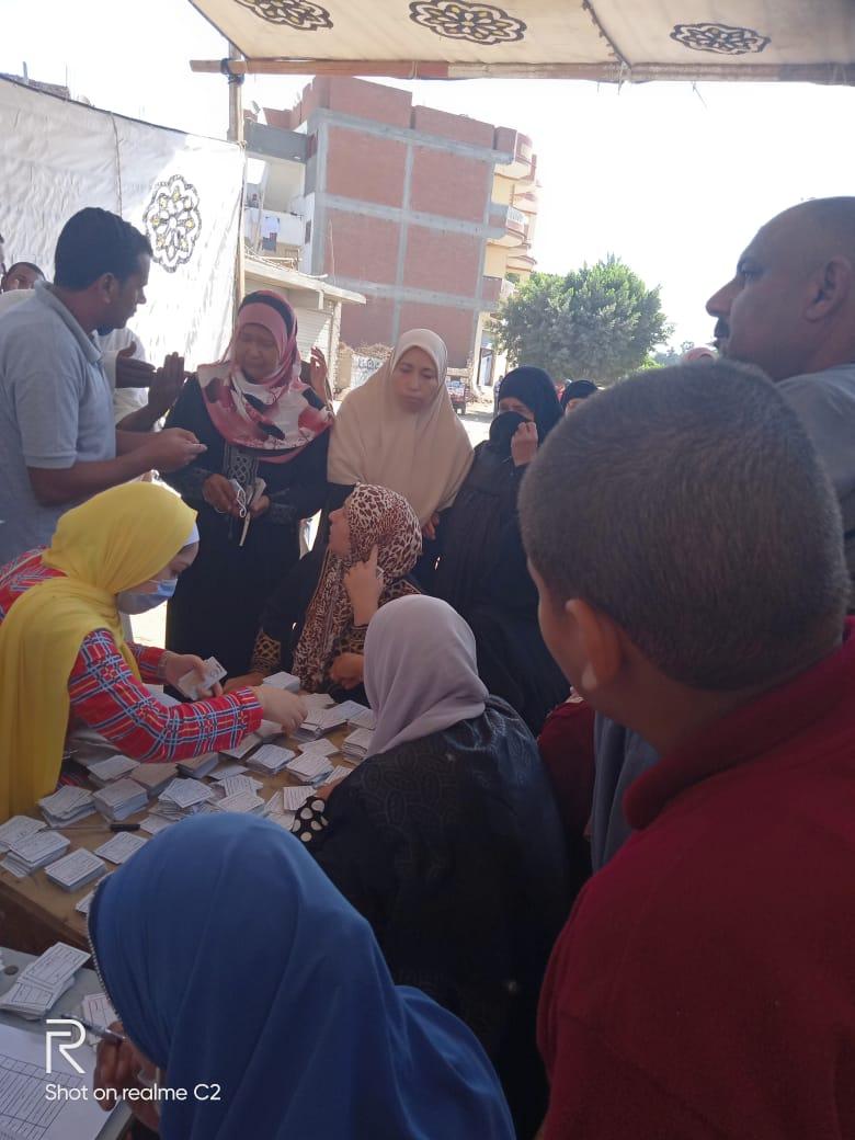 طوابير للسيدات بلجان الانتخابات بالبحيرة (12)