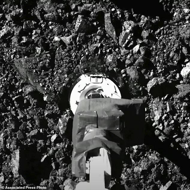 جمع العينة من الكويكب