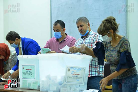 فرز أصوات الناخبين بمجلس النواب