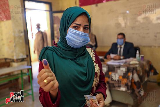 توافد المواطنين على اللجان الانتخابية بالعياط (7)