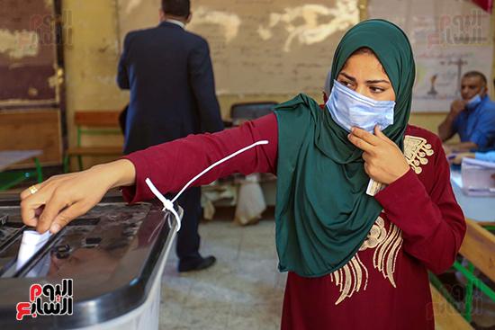 توافد المواطنين على اللجان الانتخابية بالعياط (8)