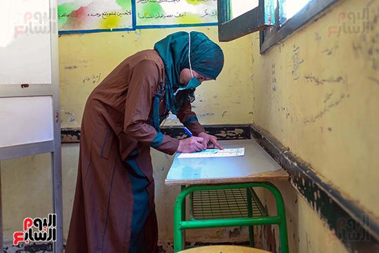 توافد المواطنين على اللجان الانتخابية بالعياط (3)
