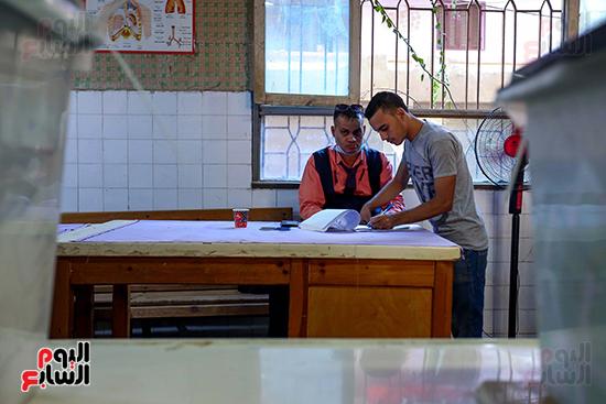 توافد المواطنين على اللجان الانتخابية بالعياط (20)