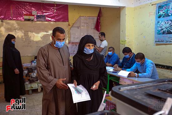 توافد المواطنين على اللجان الانتخابية بالعياط (9)