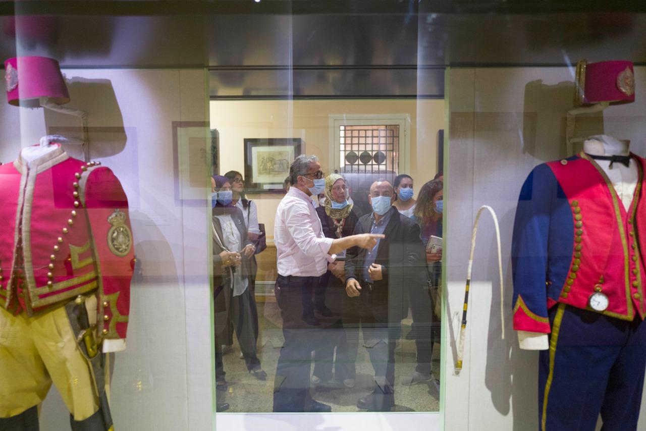 خلال تفقد الدكتور خالد العنانى لمتحف المركبات الملكية (2)