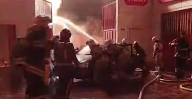 ابعاد السيارات عن موقع الحريق