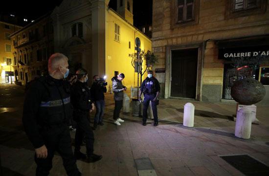 الشرطة الفرنسة تتابع اجراءات تطبيق الحظر