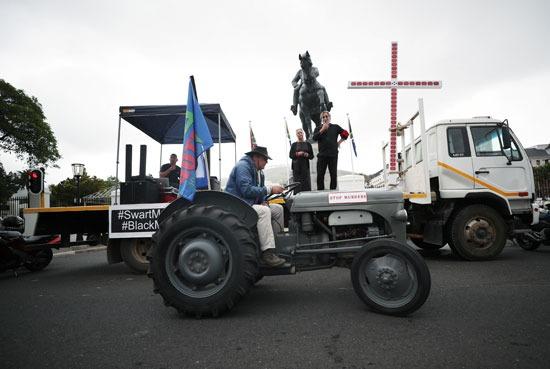 مظاهرات تندد بأعمال القتل والعنف فى جنوب افريقيا (1)