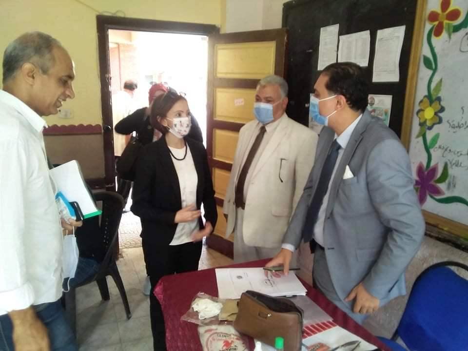 نائب محافظ الإسكندرية تتفقد لجان الجمرك (5)