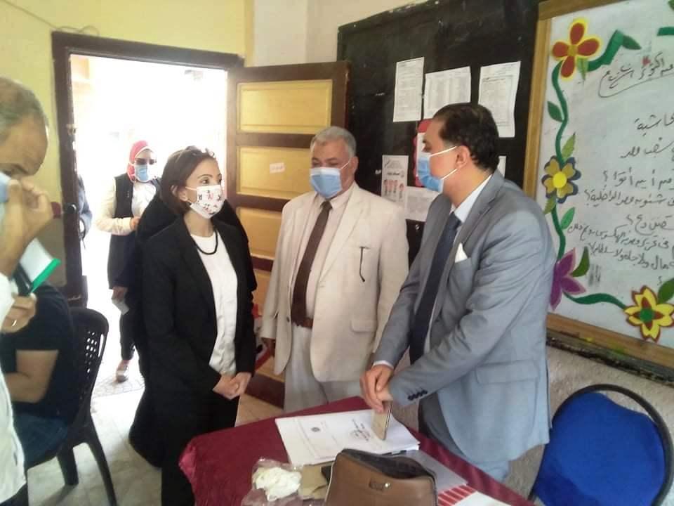 نائب محافظ الإسكندرية تتفقد لجان الجمرك (3)