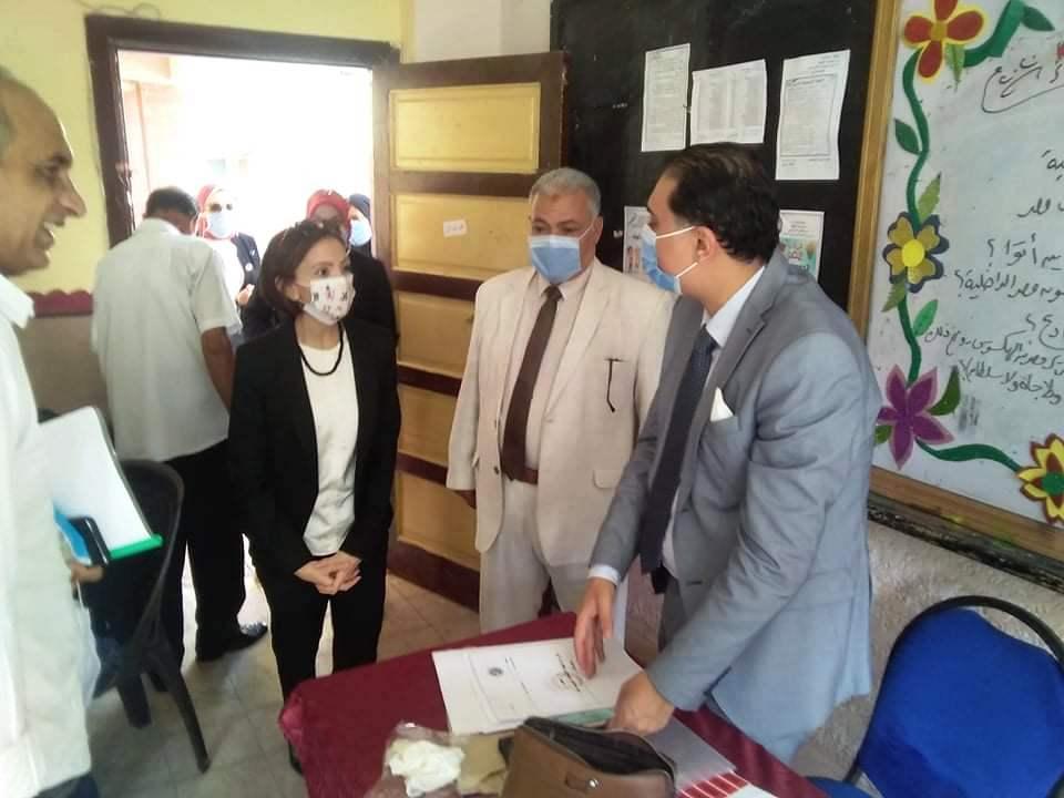 نائب محافظ الإسكندرية تتفقد لجان الجمرك (2)