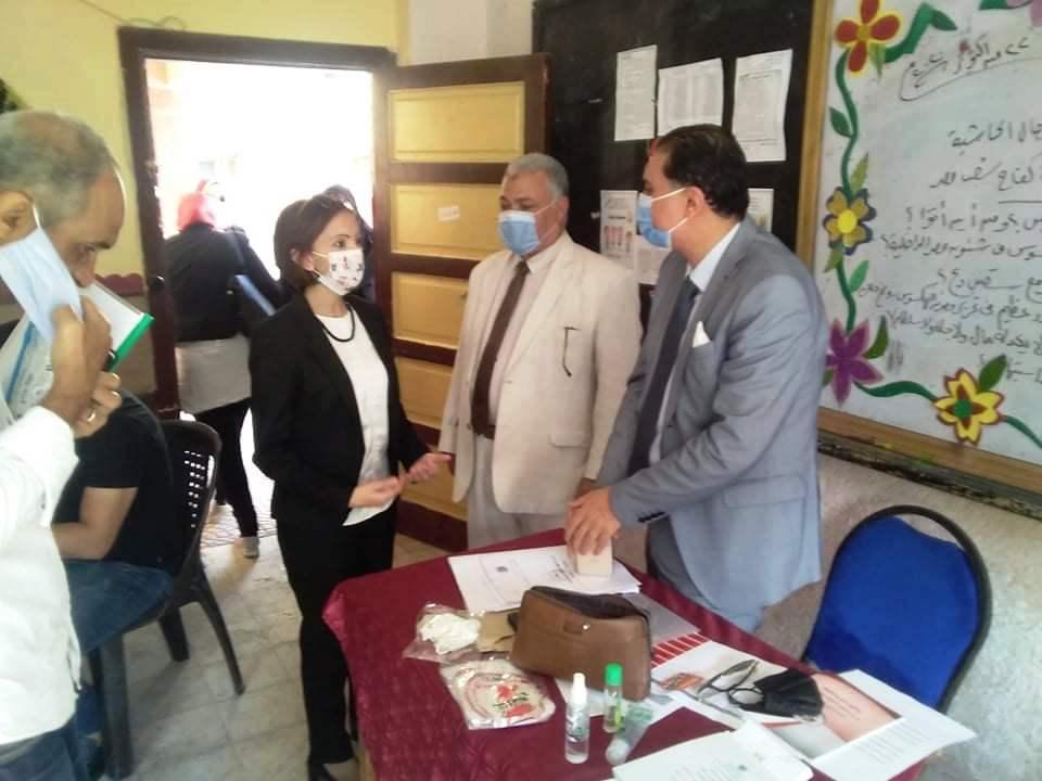 نائب محافظ الإسكندرية تتفقد لجان الجمرك (1)