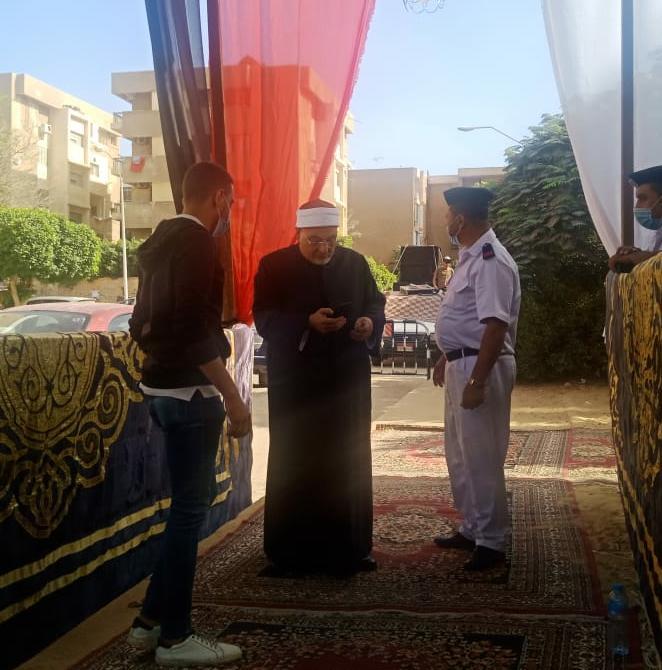 الشيخ خالد الجندى يدلي بصوته في الانتخابات البرلمانية  (3)