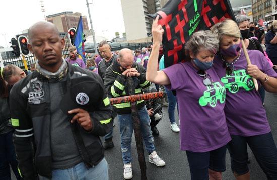 مظاهرات تندد بأعمال القتل والعنف فى جنوب افريقيا (3)