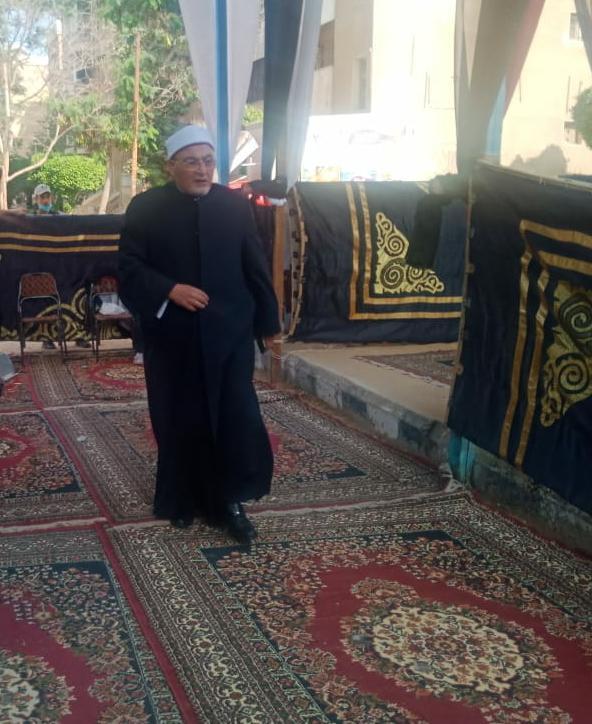 الشيخ خالد الجندى يدلي بصوته في الانتخابات البرلمانية  (2)