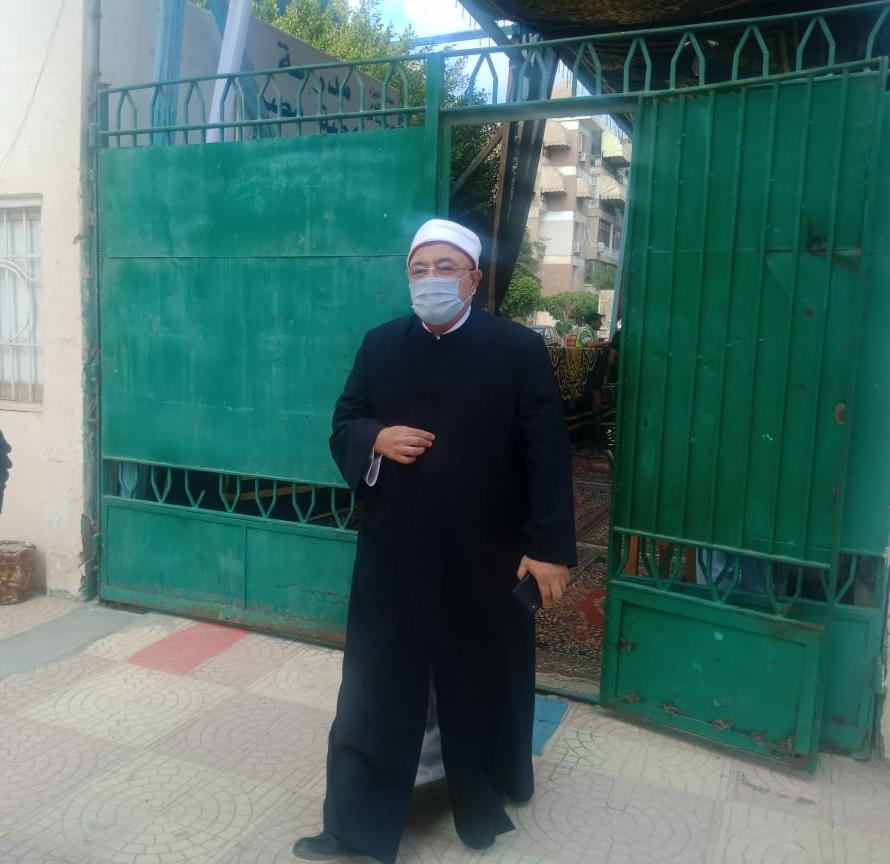 الشيخ خالد الجندى يدلي بصوته في الانتخابات البرلمانية  (1)