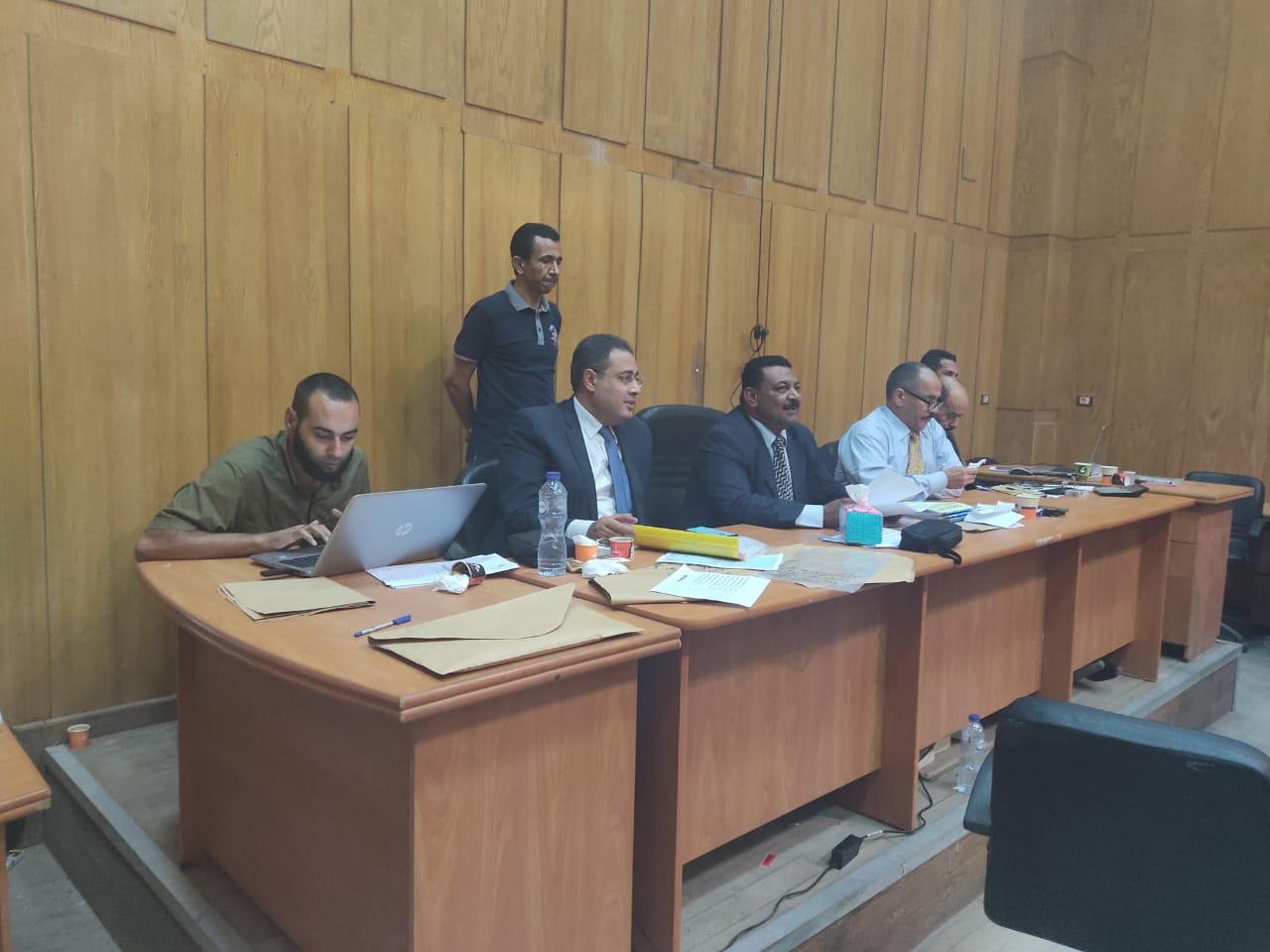 صور اللجنة العامة بإسنا خلال اعلان النتيجة (2)