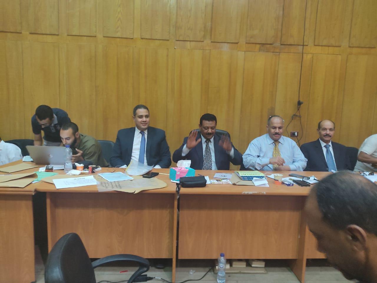 صور اللجنة العامة بإسنا خلال اعلان النتيجة (1)